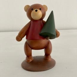 Medvěd se stromkem